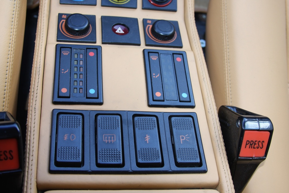 1988 Ferrari 328 GTS (J0075955) 18.jpg