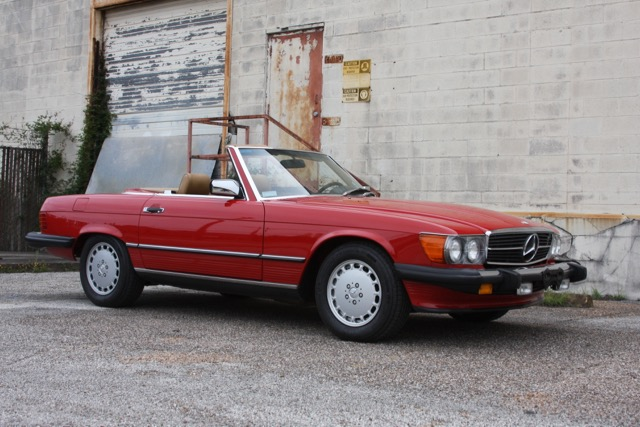 1988 Mercedes-Benz 560SL - 01 of 31.jpg
