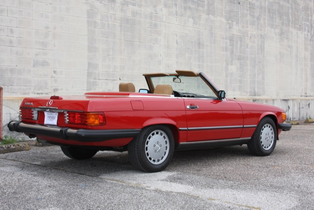 1988 Mercedes-Benz 560SL - 03 of 31.jpg