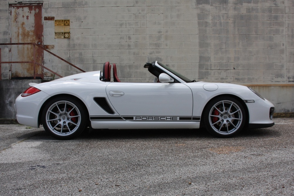 2011 Porsche Boxster Spyder (White-Red) - 08 of 27.jpg