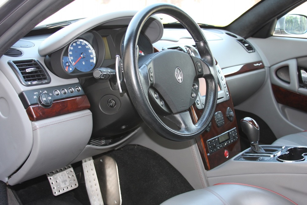 2008 Maserati Quattroporte - 13 of 33.jpg