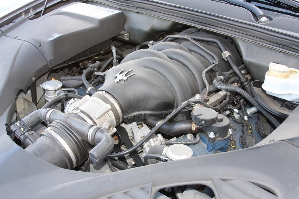 2008 Maserati Quattroporte - 32 of 33.jpg