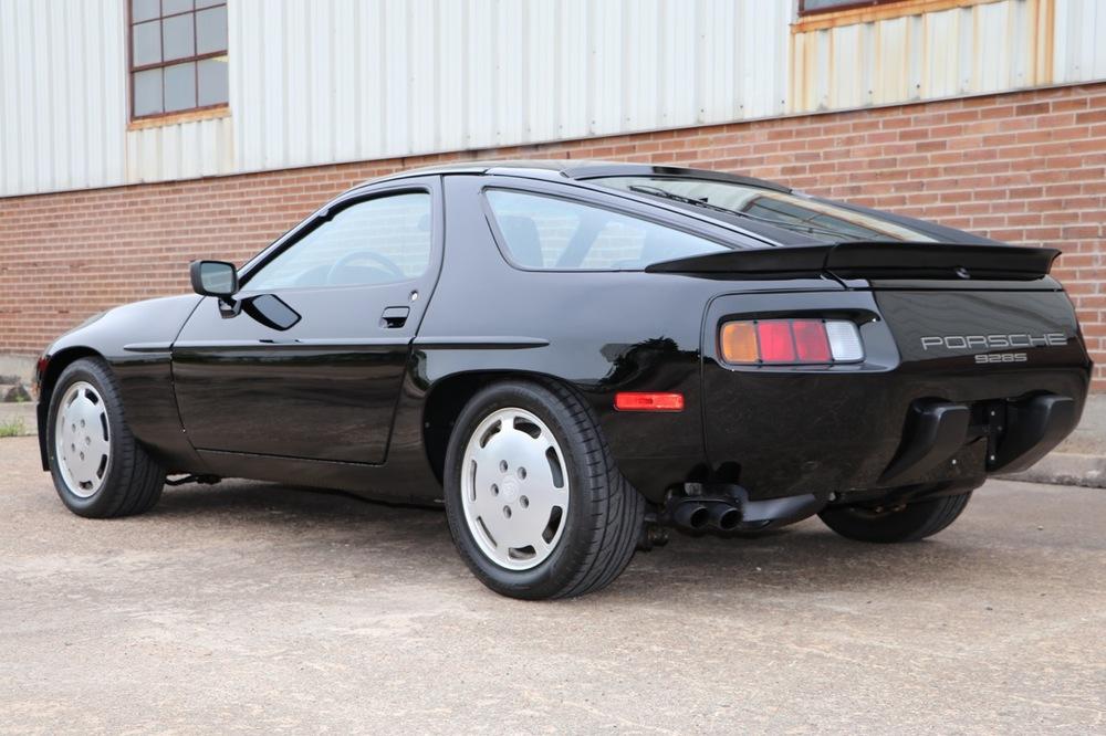 1986 Porsche 928S (GS860574) - 03 of 36.jpg