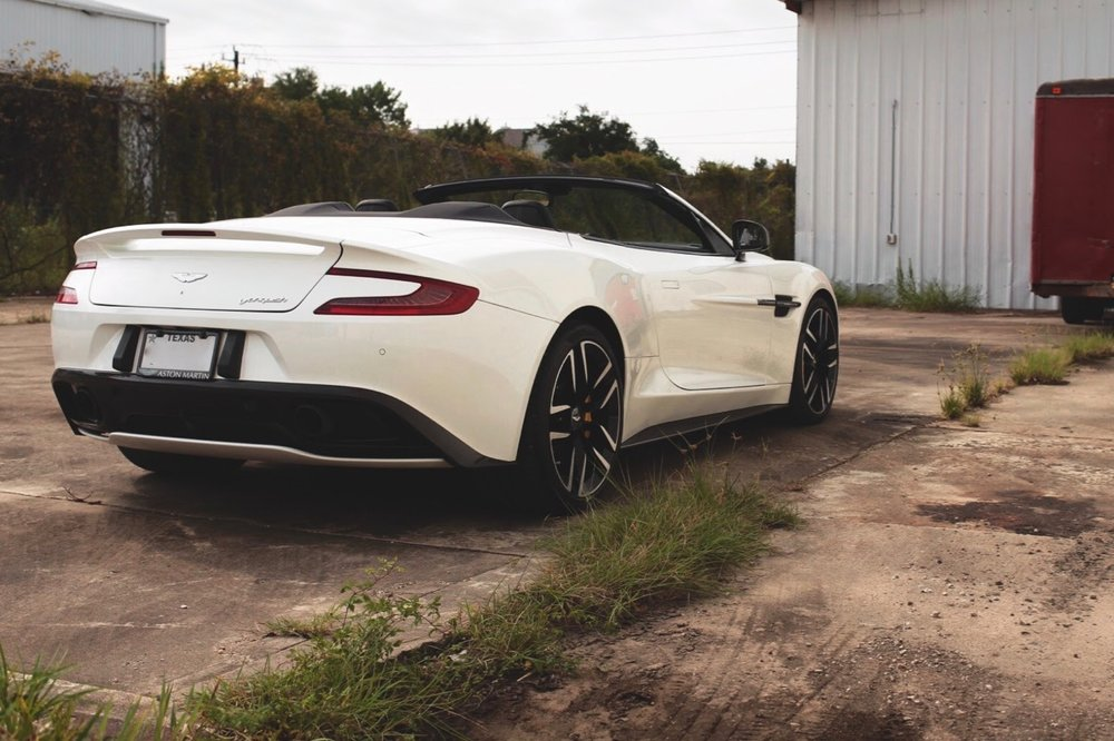 2015 Aston Martin Vanquish Volante Carbon Edition (FGK02448) - 02.jpg