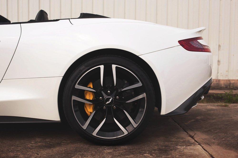 2015 Aston Martin Vanquish Volante Carbon Edition (FGK02448) - 12.jpg
