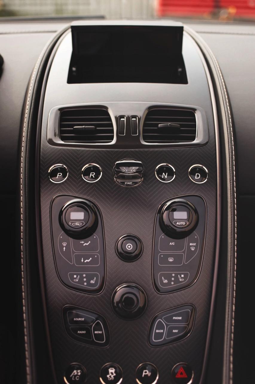 2015 Aston Martin Vanquish Volante Carbon Edition (FGK02448) - 18.jpg