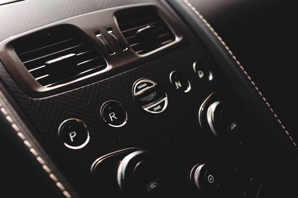2015 Aston Martin Vanquish Volante Carbon Edition (FGK02448) - 20.jpg