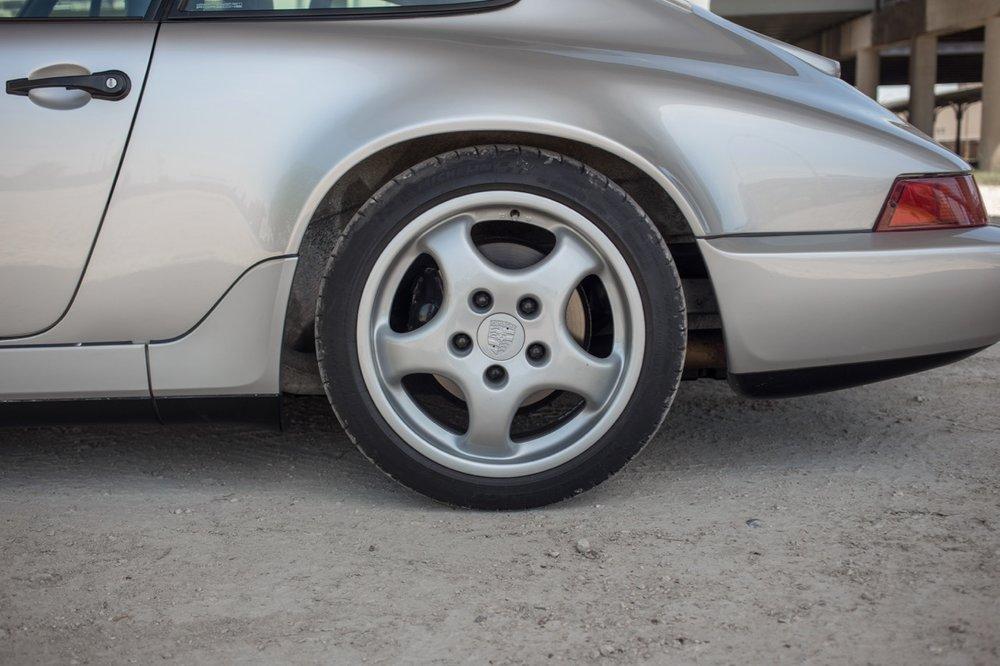 1990 Porsche 911 Carrera 2 (LS405914) - 27.jpg
