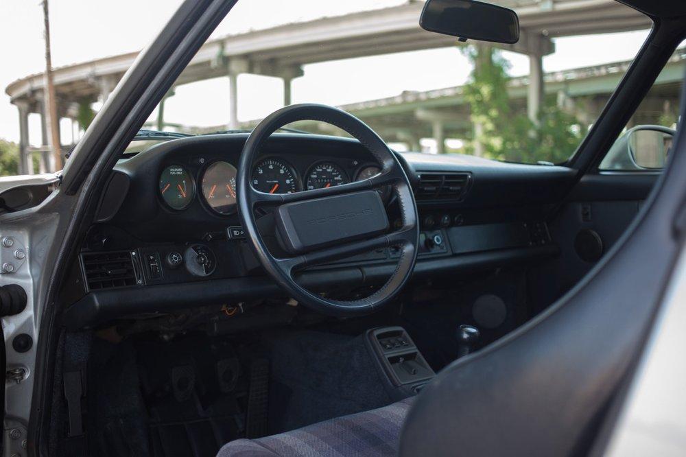 1990 Porsche 911 Carrera 2 (LS405914) - 42.jpg