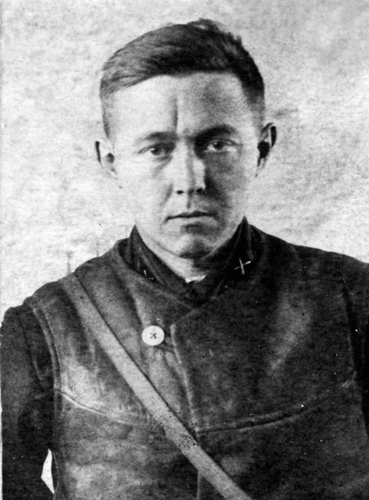 2.2 ┆   Lieutenant Solzhenitsyn—commander of a sound-ranging  battery.   Ostashkov, March 1943