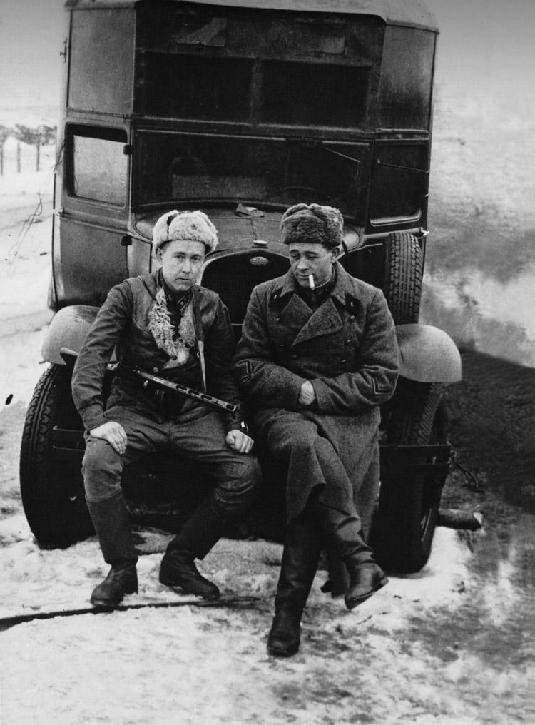 2.3 ┆   Battery commander A. Solzhenitsyn and commander of artillery reconnaissance division  E.  Pshechenko.   February 1943