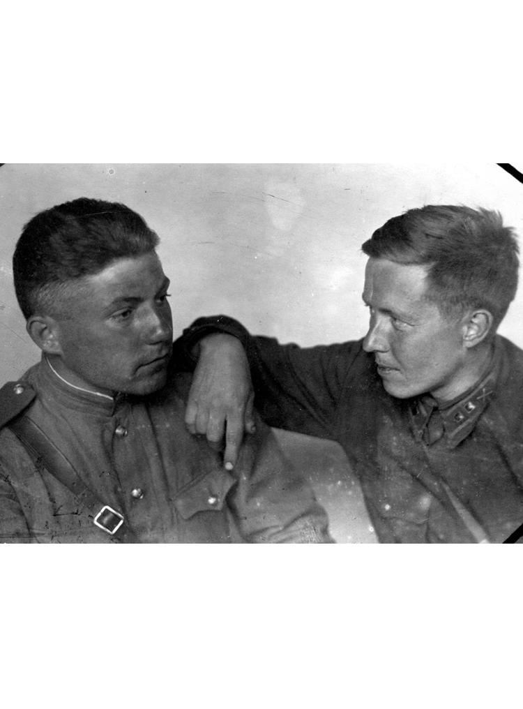 2.4 ┆   Nikolai Vitkevich (author's close university friend) and Aleksandr  Solzhenitsyn. Tyurino village (near  Novosil).   May 1943