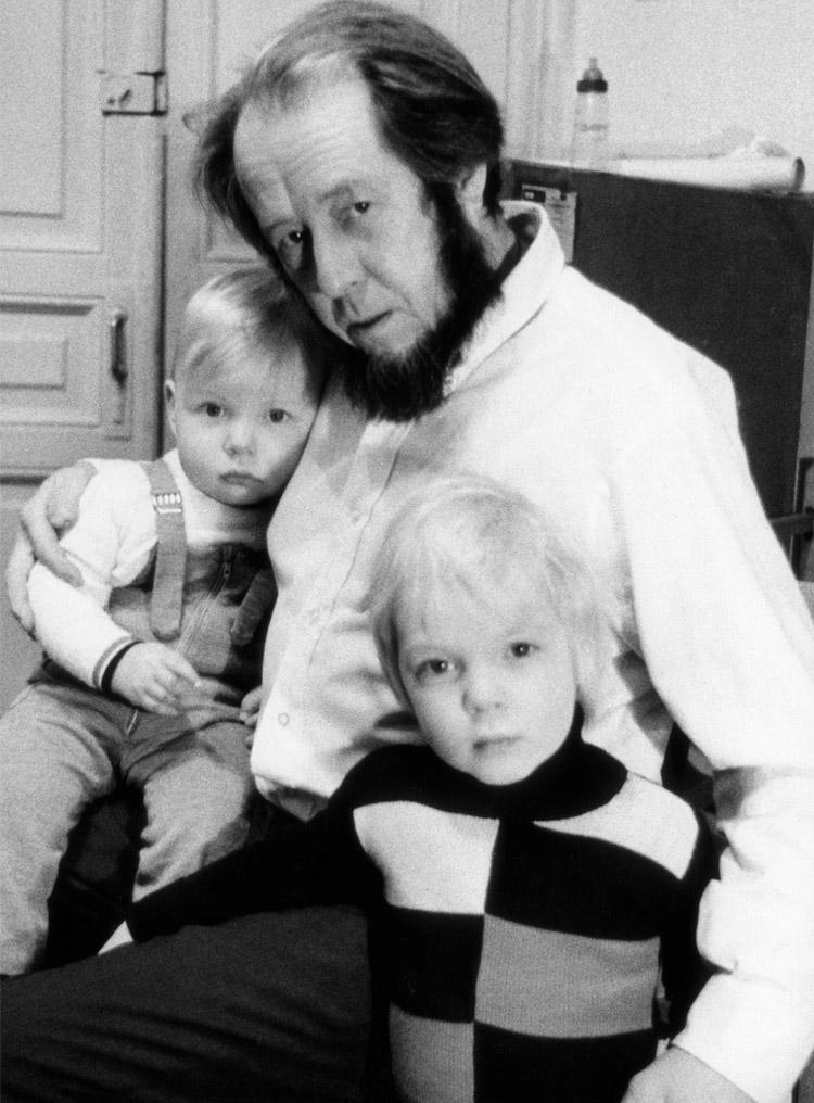 6.11┆Aleksandr Solzhenitsyn with his older sons, Yermolai (right) and Ignat (left).   1973