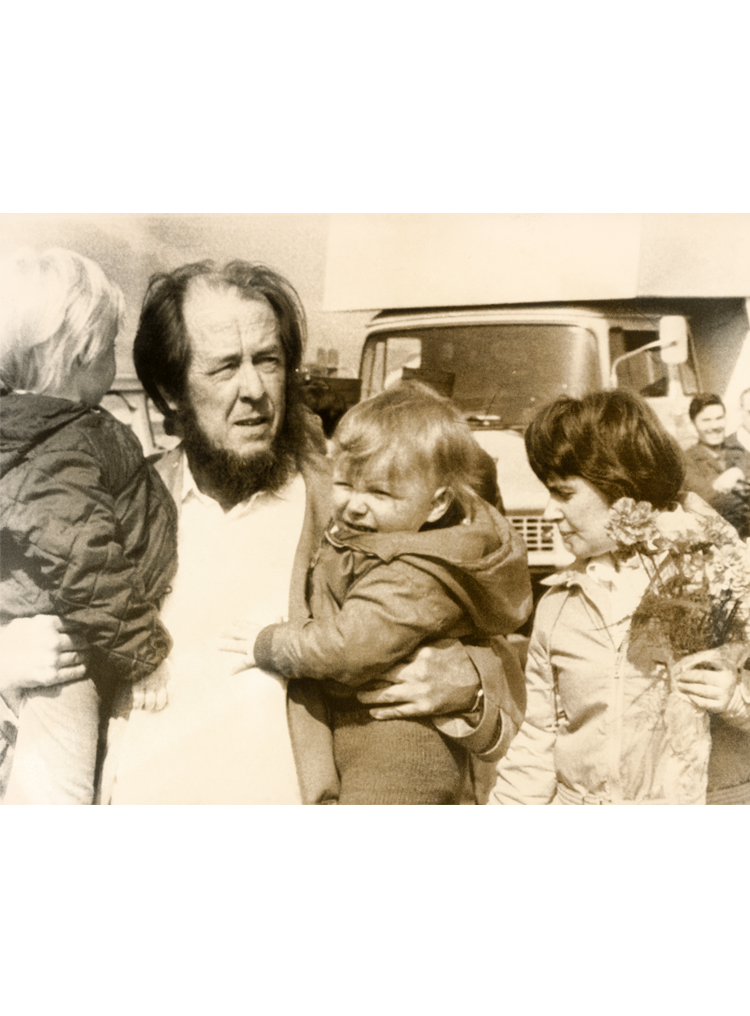 7.9┆  Aleksandr Solzhenitsyn greets his family at Zurich airport.   29 March 1974 Credit: Sven Simon