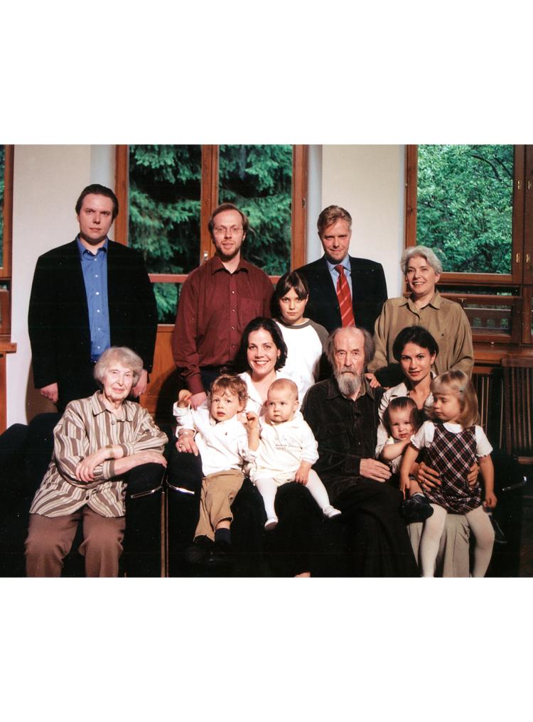 9.11┆Solzhenitsyn family.   Troitse-Lykovo (outskirts of Moscow), 2003   Credit: Viacheslav Sachkov