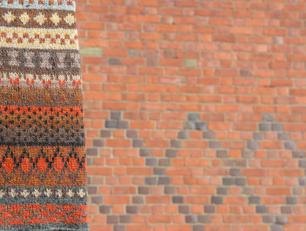 Reading bricks in stranded colourwork