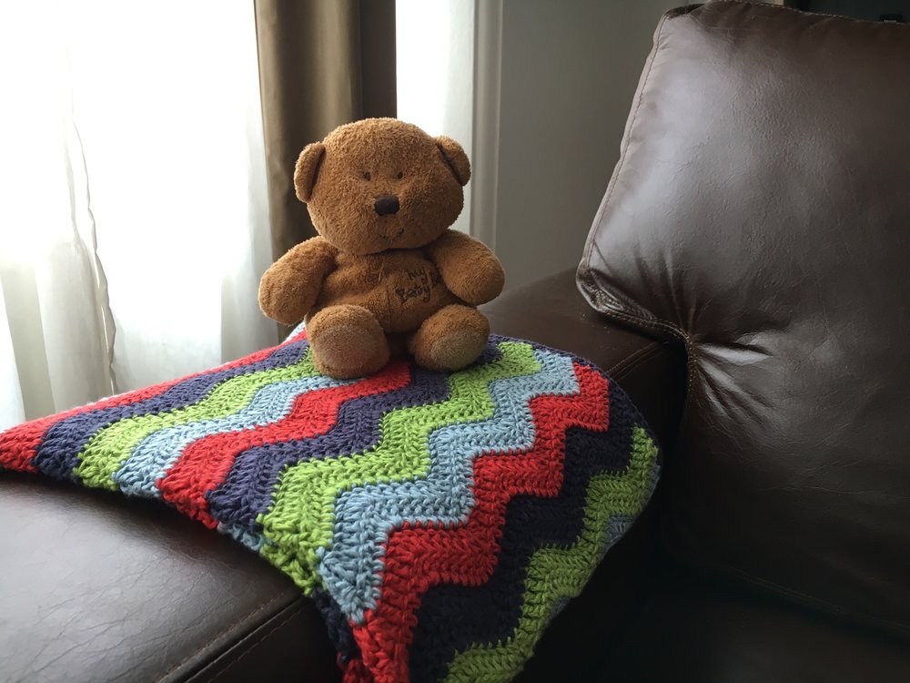 A colourful easy ripple baby blanket for a lucky baby