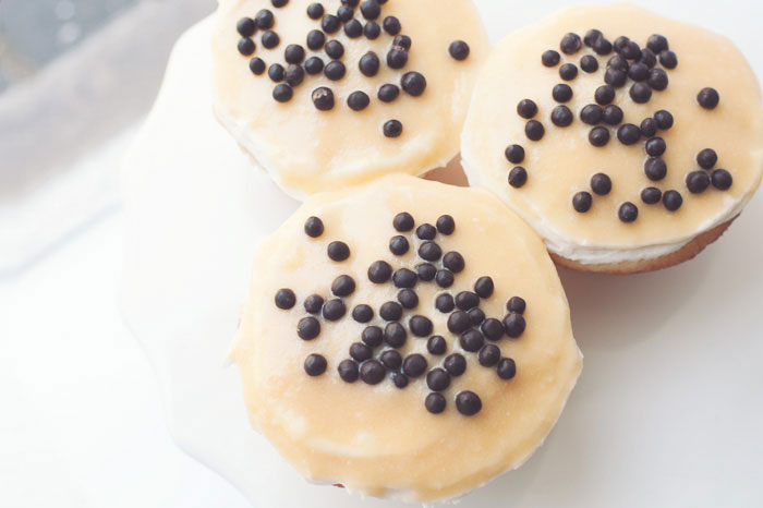 Vanilla Caramel Crunch Cupcakes