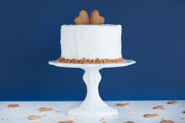 LOVE GRAHAM CAKE