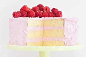 Lemon cake with raspberry meringue