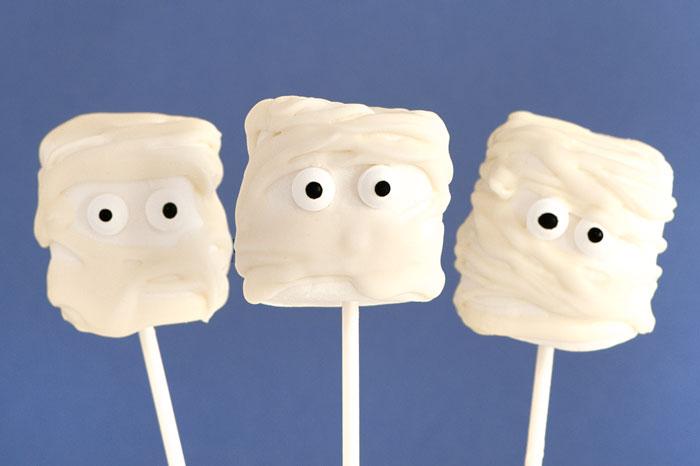 Marshmallow Mummy pops