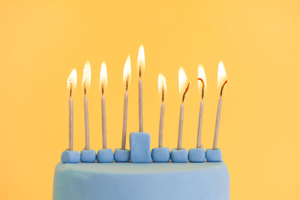 Modern Menorah Cake | Sprinkles for Breakfast