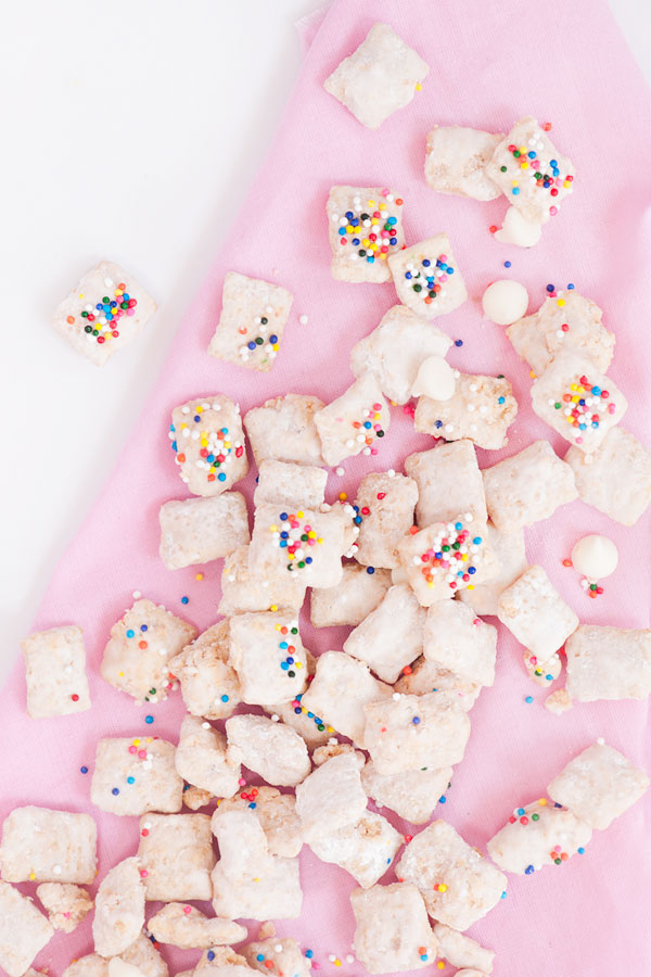 Confetti Marshmallow Muddy Buddies - adorable and delicious! These things are seriously addicting.