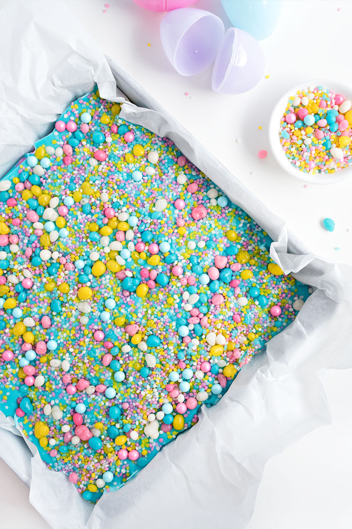White Chocolate Sprinkle Fudge is the perfect way to welcome Spring! | Sprinkles for Breakfast
