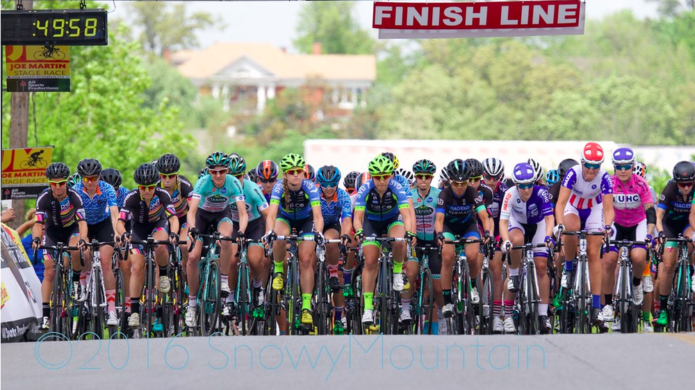 At least four CWEC riders are visible just a few seconds after the start, including Sierra, Nicole and Anina.Photo by SnowyMountain Photography.