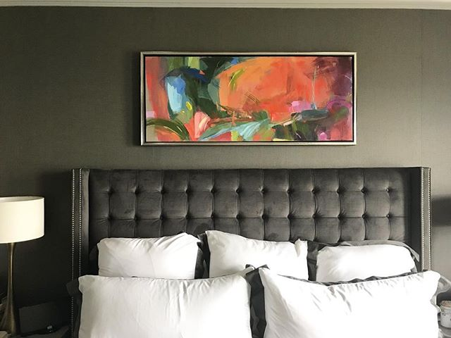 Speaking of Gifts that Don't Clutter!  This painting by @marissavoglfineart Completes Me!  And over that bed!  I mean come on.  I love how the color pops in a neutral room.  Did you know the green on that wall is one of the up and coming colors.  YAY!  We are Big Kids now!  Time to throw the Target fillers off the wall and Decorate with pieces that Inspire us!! Check out the rest of Marissa's Awesome Work @marissavoglfineart.  All us ladies be looking for #homeinspiration!  Tag two of your friends who need to see this!  #inspireddecor #xosurroundings #color #colorpops #momlife #organize #design #paintings #artists #gifts #gorgeous #home #rsorganizing #homeinspiration #beds #paintcolors  #rslove