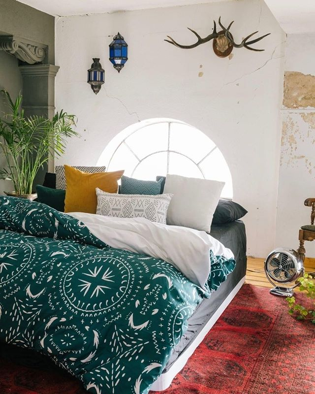 Gifts that Don't Clutter #2!  You have to check out @denydesigns!  If you are looking for trendy pieces that no one else has and have an affordable price, this is your place.  I am dying over this turquoise comforter.  Guess what...the same pattern also comes in a pillow, credenza, shower curtain, clock, shall I go on.  When you buy from Deny Designs you are Supporting Art Communities around the world.  Tag your friends and spread the #locallove.  #inspireddecor #xosurroundings #color #colorpops #momlife #organize #design #paintings #artists #gifts #rslove #thisismotherhood #gorgeous #home #rsorganizing #homeinspiration #beds  #artcommunities  #moms #cleartheclutter #personalorganizer #homeinspiration #organizedhome #organizingideas #bedding #stylishbedding #masterbedroom #denydesigns