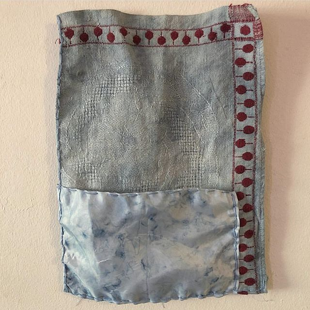 Such beautiful #handwork + #tones by @iviva_in_brooklyn ... #indigo #naturaldyes #textileart #cloth #narratives [ #pocket #two #secondtimearound ... image via the artist ]