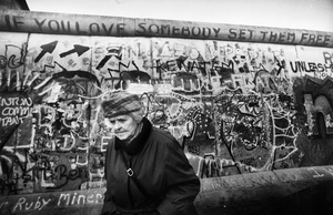Berlin Wall: If You Love Somebody Set Them Free