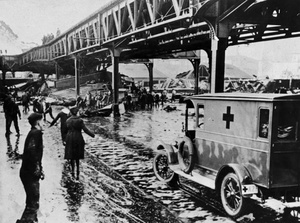 Great Molasses Flood 1919 - Rescuers Rush To The Scene