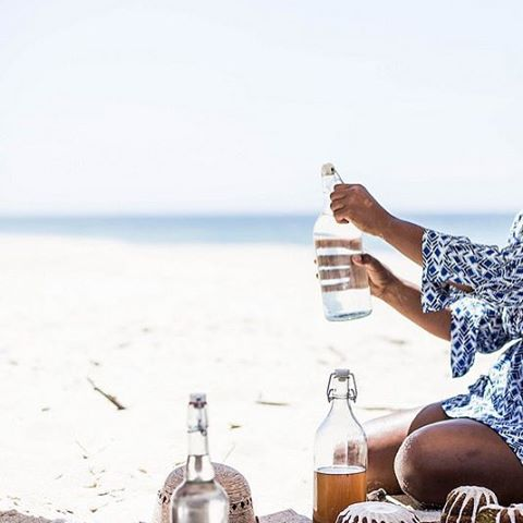Today we just want to have a casual beach picnic, lay back and relax ☀️ #relax #sand #ocean #calm #picnic #style #hydrate #beach #beachlife #cabanashow