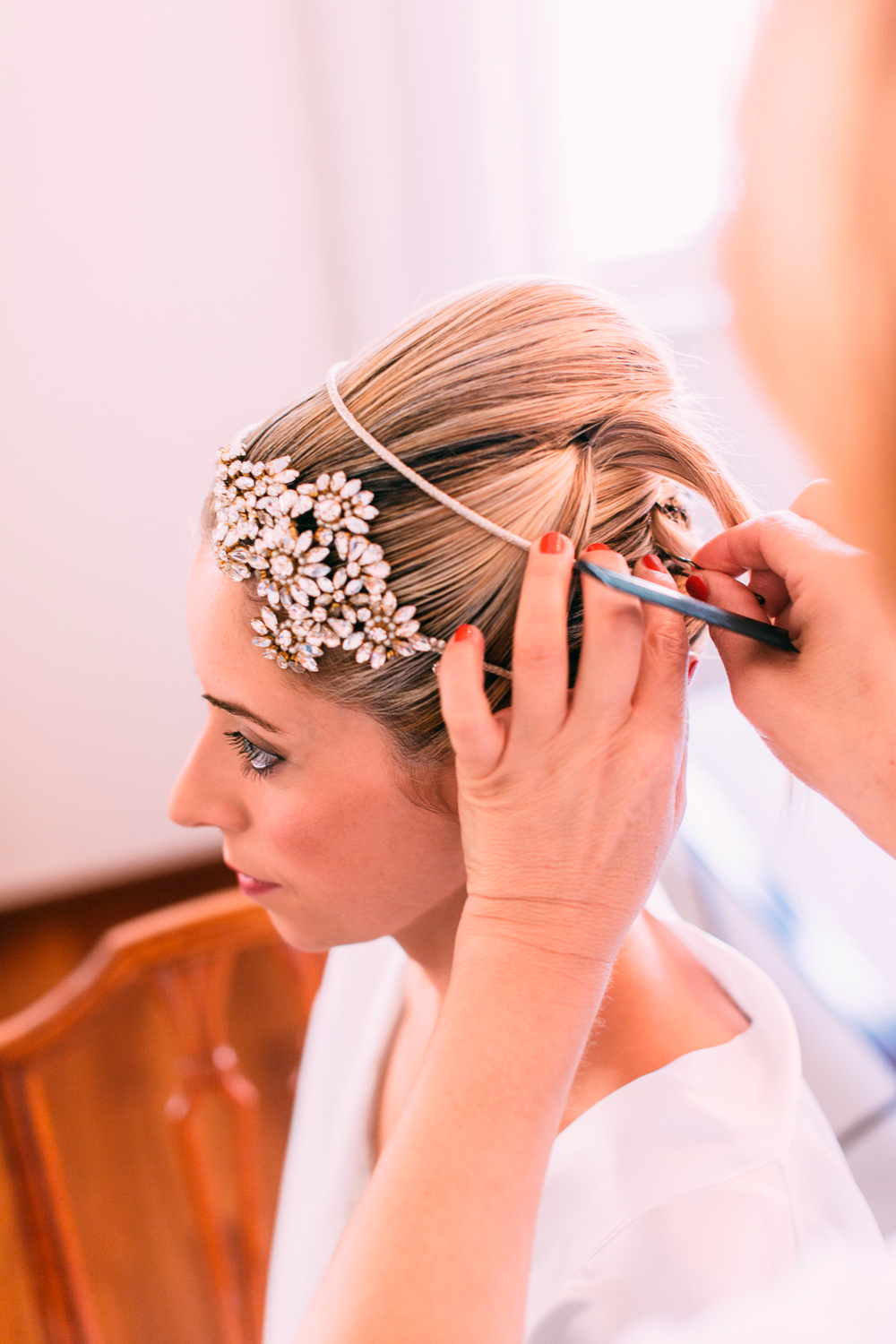 027-bride getting ready.jpg