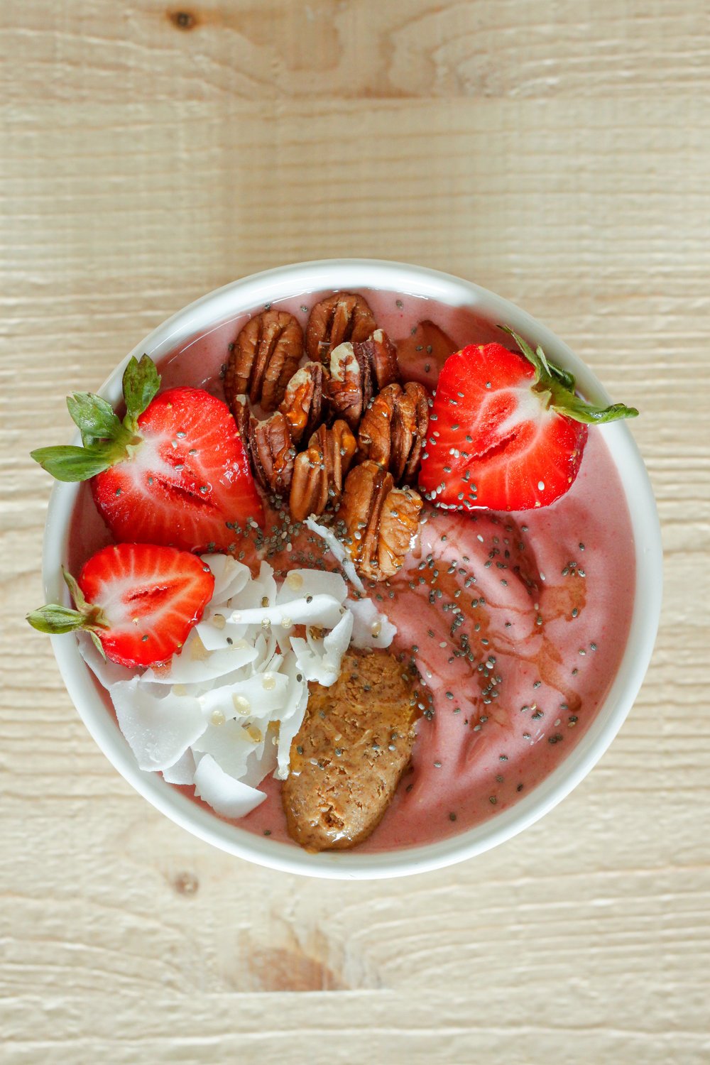 Vegan Strawberry Smoothie Bowl