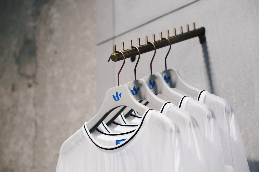 TOROPEY STUDIO - Adidas Originals Flagship Store In Milan   Dopo Londra, Berlino, Shangai, Seoul,  Adidas Originals  ha deciso di inaugurare a Milano il suo quinto flagship store al mondo, progettato sulla base di un nuovo concept che prevede la creazione di uno spazio multifunzionale che rifletta la cultura delle città in cui è situato dedicandoli un vero e proprio manifesto...