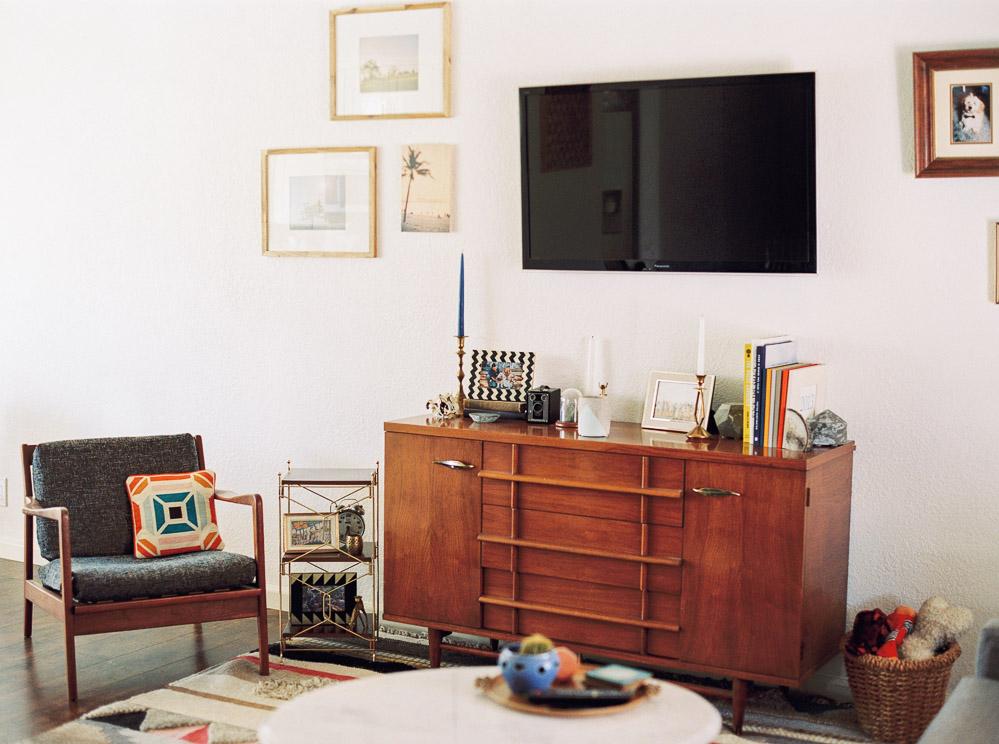 mid century modern living room-1.jpg