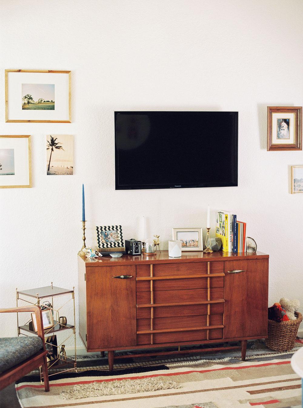 mid century modern living room-3.jpg