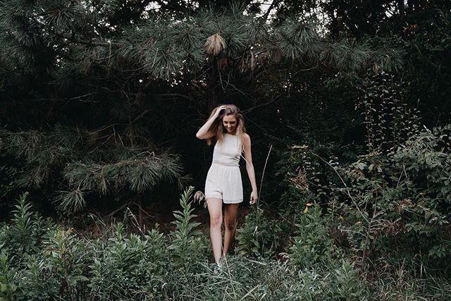 Nature walk  #seniorpictures #seniorpics #natureart #senioryear #seniorphotographer #midwestphotographer #classof2018 #nature #bellevuewest #twistedlensphotography #tlpseniors #tlp