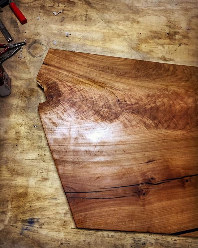 The past few months have been absolutely crazy. So I'm taking some time to look back on some highlights, like this awesome cherry slab that became a bench at one of the amazing  @roachrenovations projects. . . Shout out to @urban_lumber_company for always hooking it up! . . . #slab  #liveedge  #madeinkc  #interiordesign  #woodworking  #liveedgefurniture  #designsponge  #westbottoms  #handmade