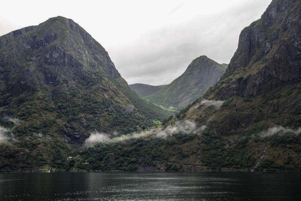 Naeryfjord-4.jpg