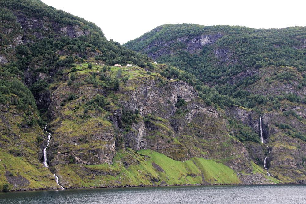 Naeryfjord-13.jpg