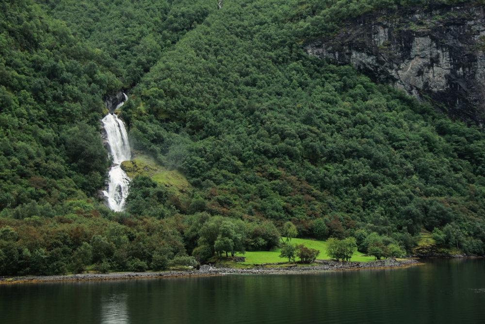 Naeryfjord-26.jpg