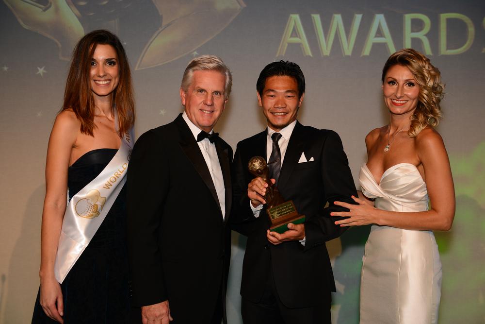 Host Steve Rider presenting award to General Manager Koji Kawamata.