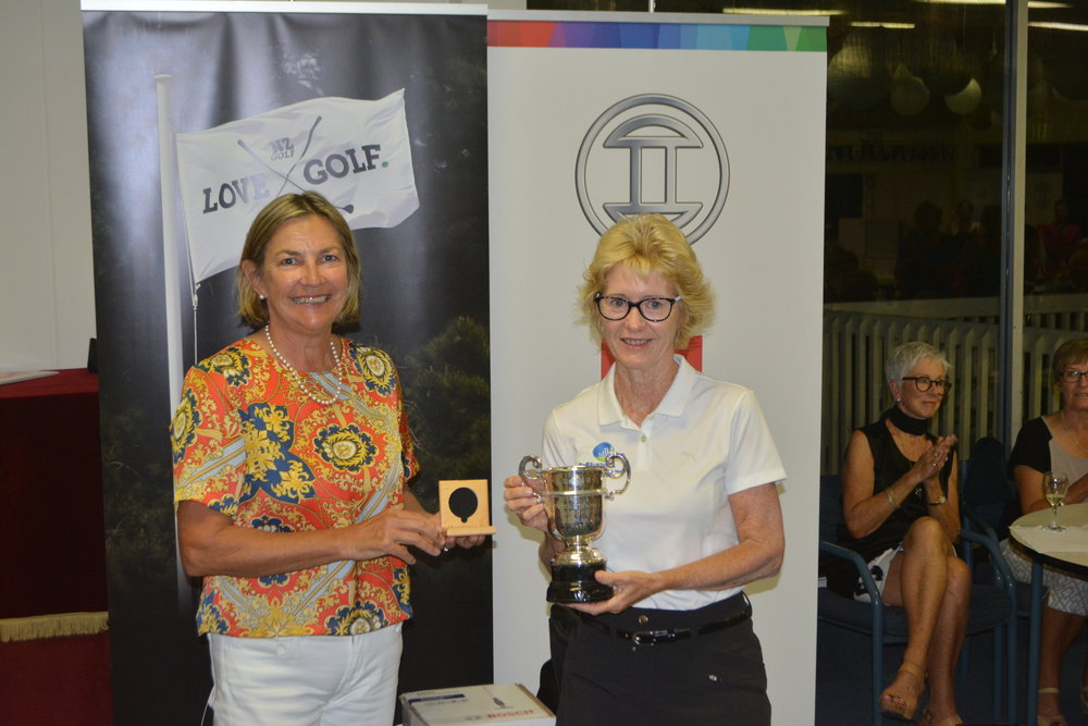 Susan Paterson (NZ Golf board member)  with Kim Burke – Senior Challenge Cup Winner