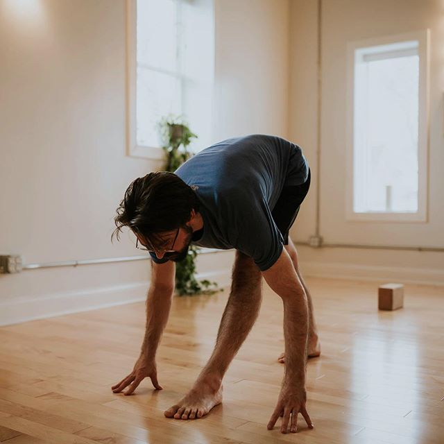 @adamnyogi rocking out pyramid pose during our shoot last month! // Yoga pals - I'm still offering 10% of a full session if booked by February 1st! Message me if you're interested. I'd love to help you tell your story and create content with you! 🥰