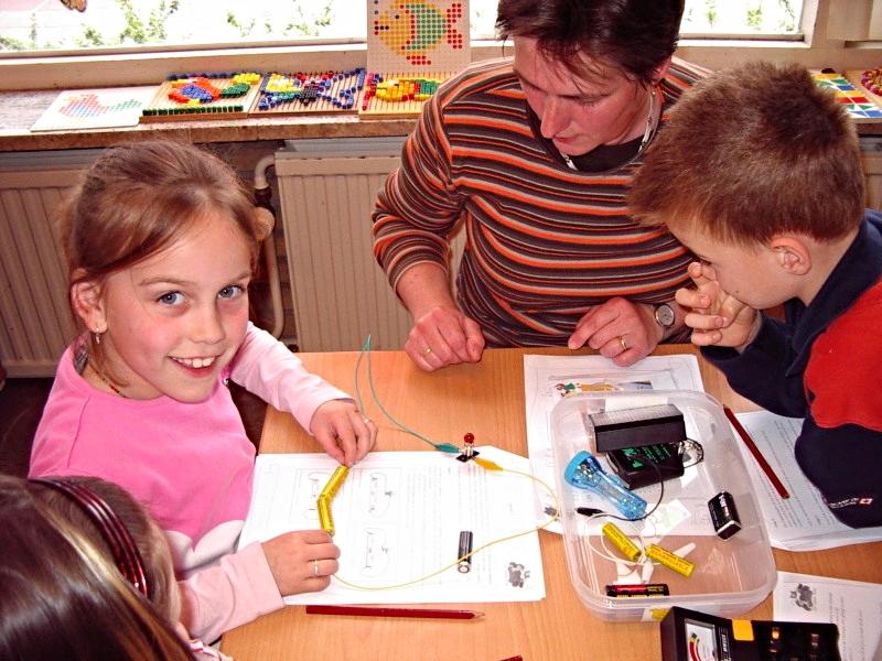 Experimentierkasten & Elektrobaukasten für die Grundschule fördert entdeckendes Lernen und forschendes Lernen im Sachunterricht
