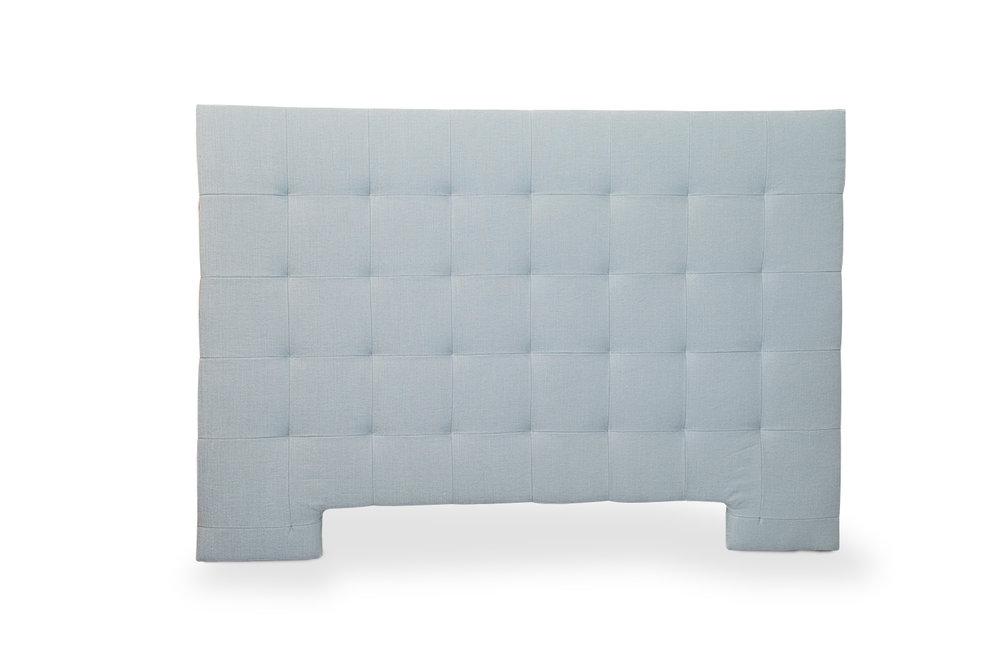 Cabecero tapizado con cuarterones, posibilidad de botón. Precio según tela y medida.
